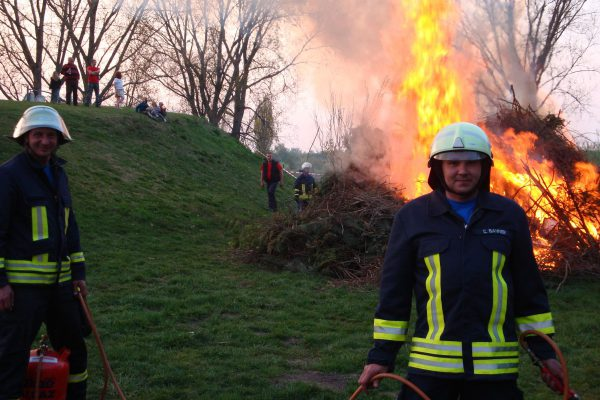 2011-Osterfeuer-02