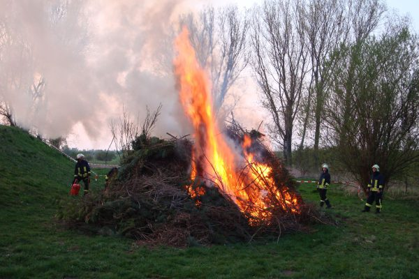 2011-Osterfeuer-04