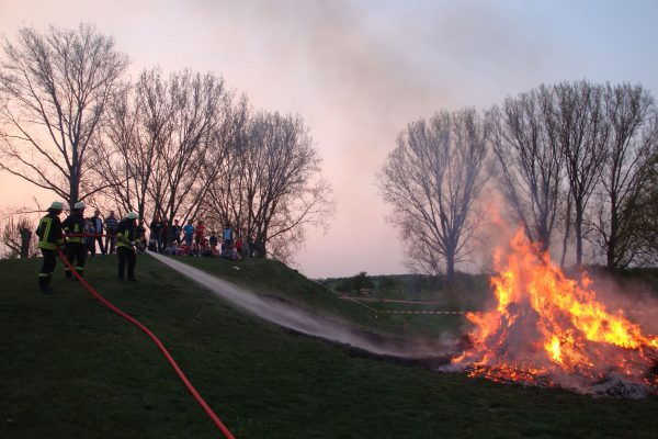 2011-Osterfeuer-05